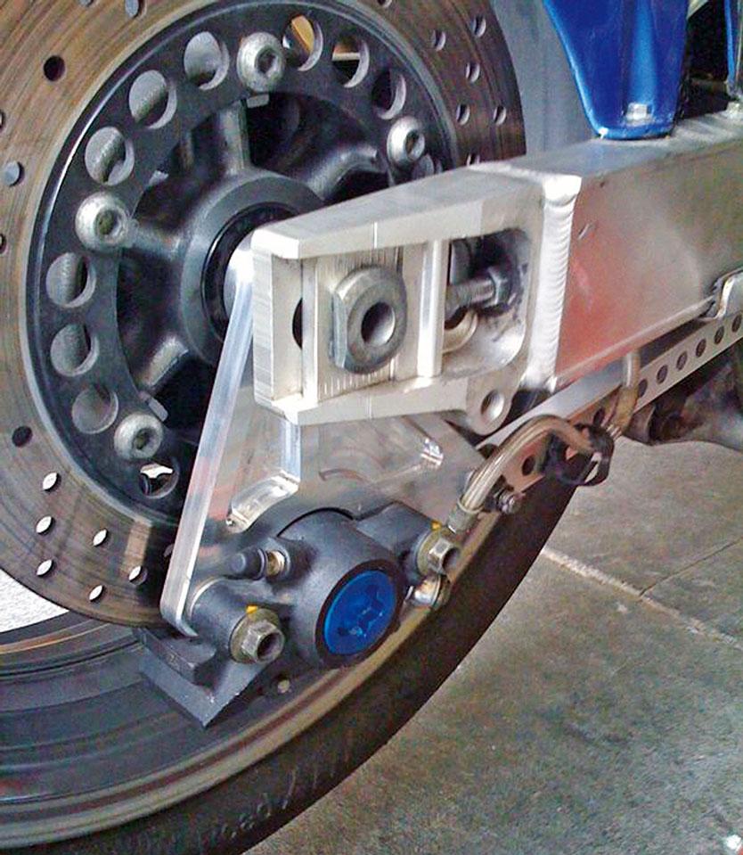 R1 Bremssattel mit Adapter an der Yamaha TRX 850