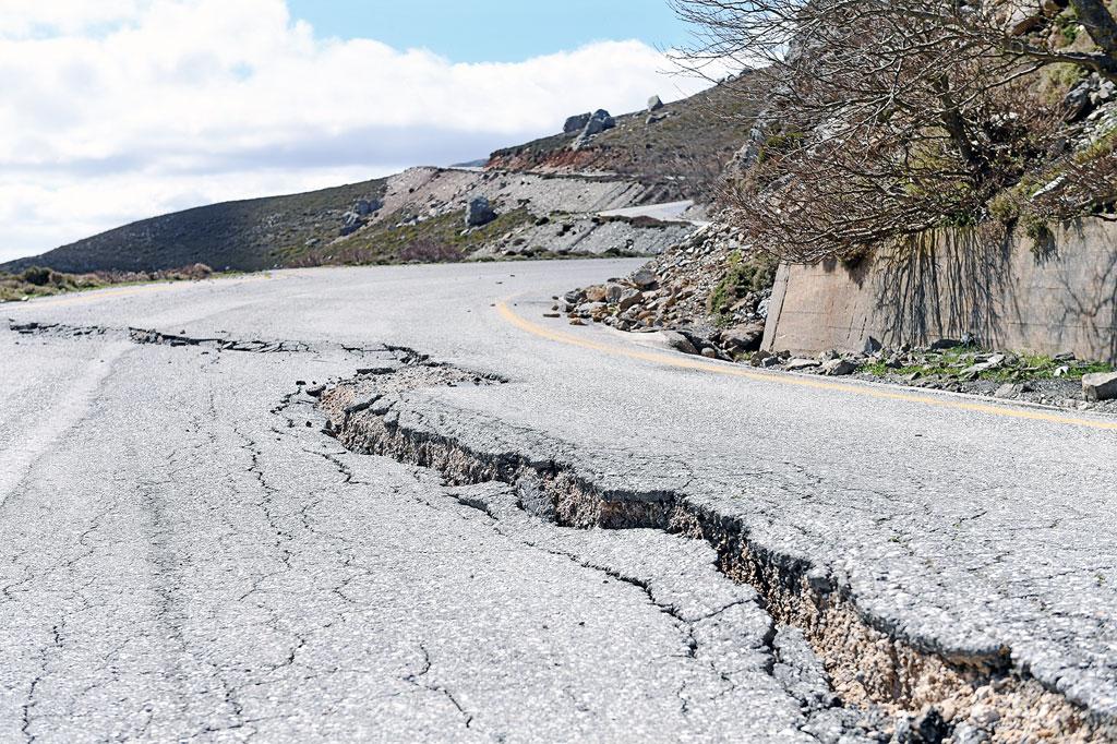 Straßenschäden auf Kreta