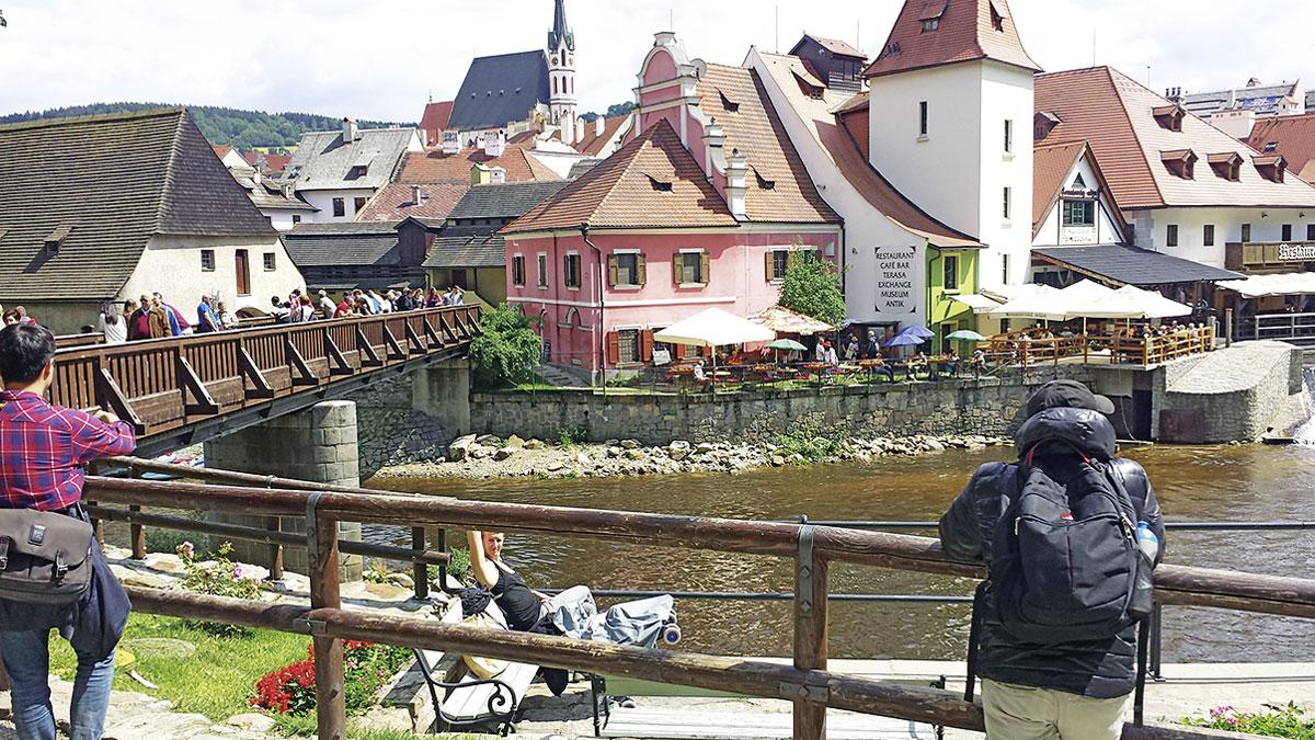 Über die Holzbrücke in die Märchenstadt