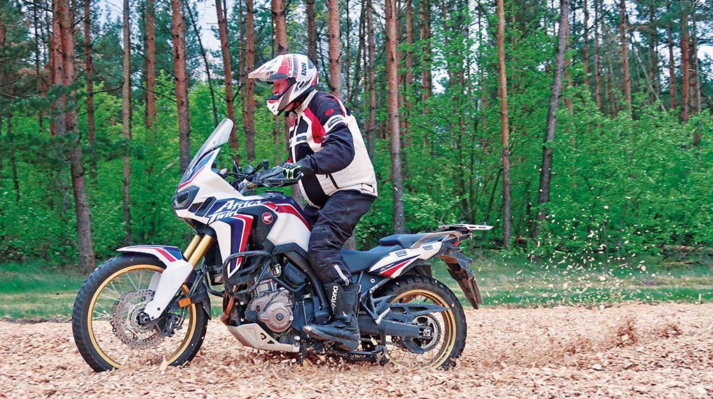 Reiseenduro-Training in der DRIVING AREA - Gaaaas im Hackschnitzelfeld
