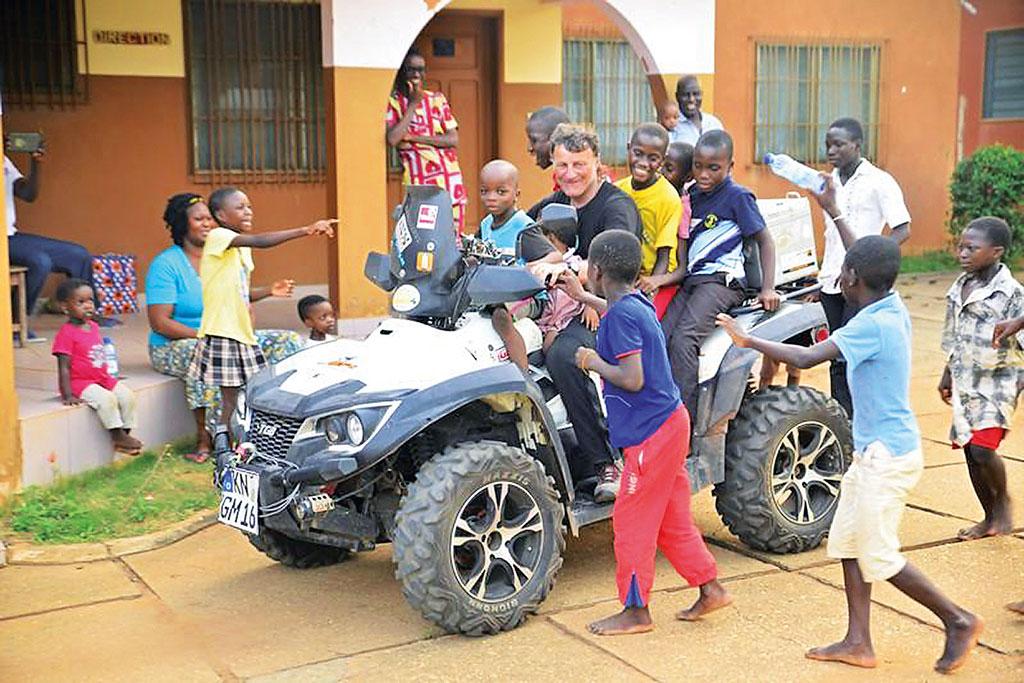 Gerry Mayr - Quad-Spaß mit den Kindern im SOS-Kinderdorf