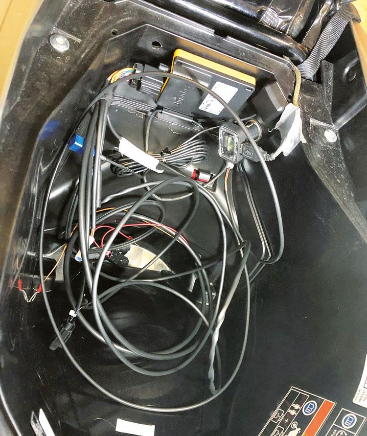 Kabelsalat - dguard Motorrad eCall beim Einbau