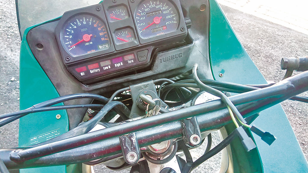 Cockpit - Aprilia 350 Tuareg Wind