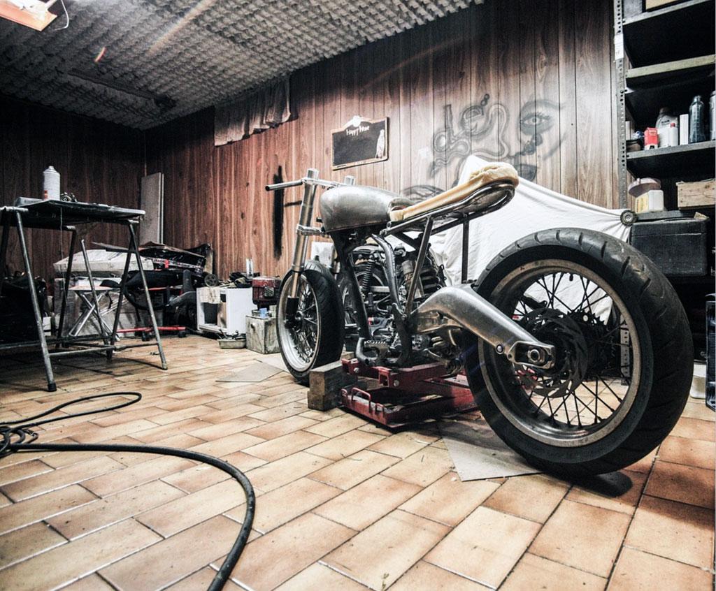 Motorradwerkstatt (Bildquelle: SplitShire @ pixabay.com)