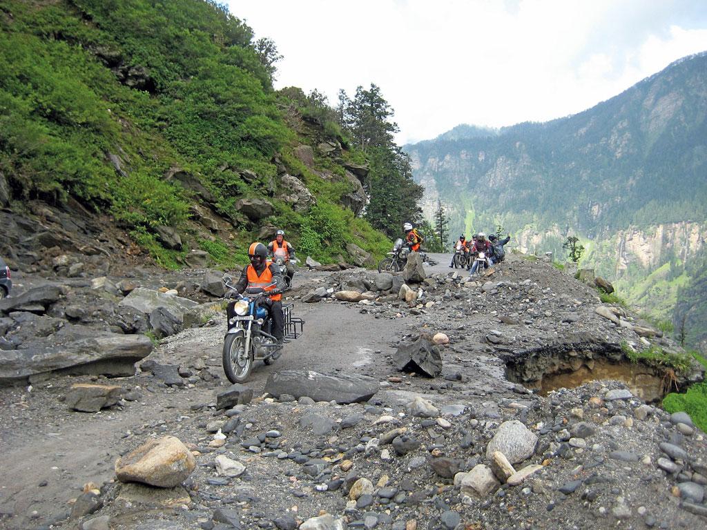 Erdrutsch - Gruppenreise Indien / Himalaya mit Royal Enfield Motorrädern