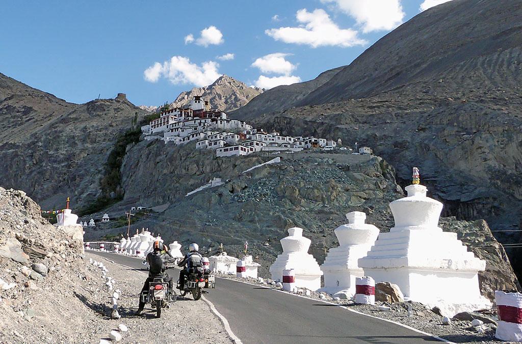 Kloster Lamayuru - Gruppenreise Indien / Himalaya mit Royal Enfield Motorrädern