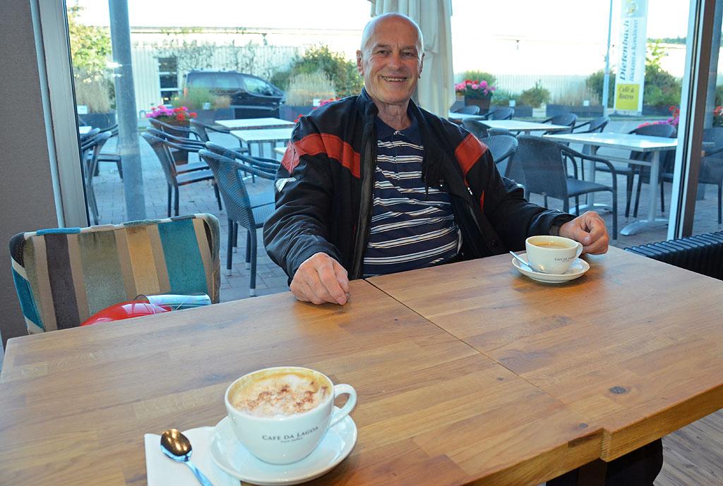 Motorradtour - Plaudern beim Kaffee