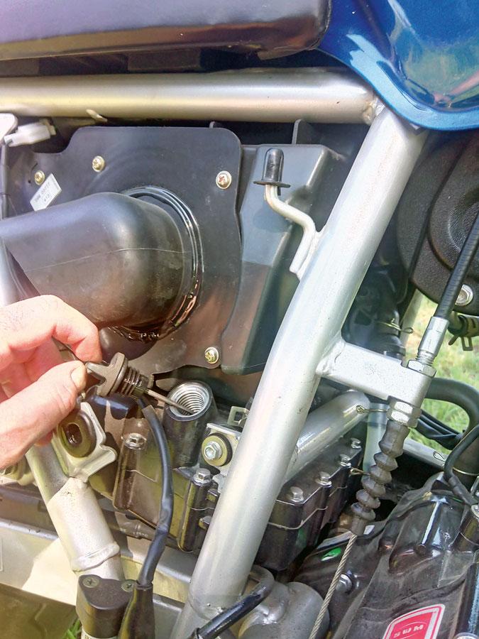 Ölpeilstab und Luftfilter - SWM 440 Gran Turismo