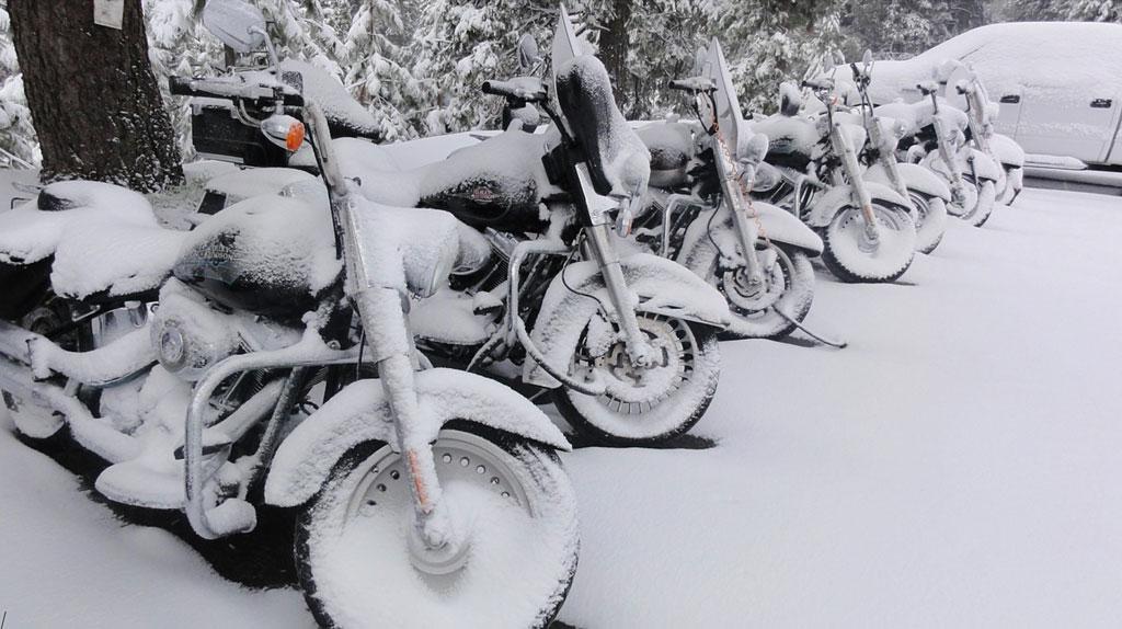 Motorräder im Schnee