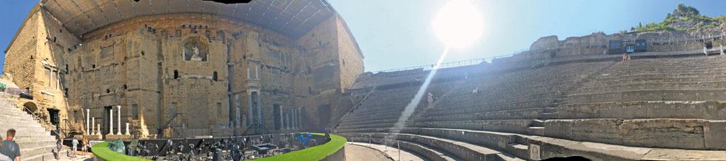 Amphitheater in Orange - Motorrad-Urlaub in der Provence