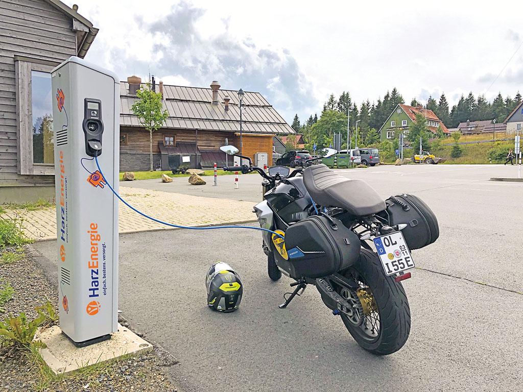 Schlecht: kein Schnelllader auf dem Brocken (Stand 12/19) für die Energica EsseEsse9 Special, Modell 2019
