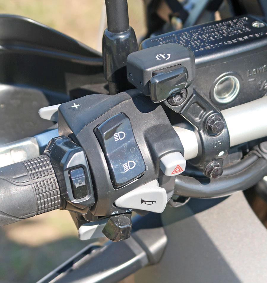 Abschaltbare Traktionskontrolle und gut integrierte Heizgriffe, Honda X-ADV 750 Modell 2018