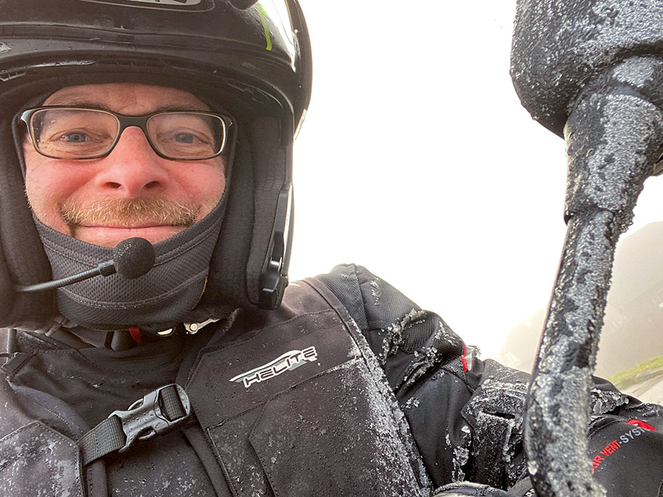Frost an Fahrer und Bike im Winter 1.1.2020
