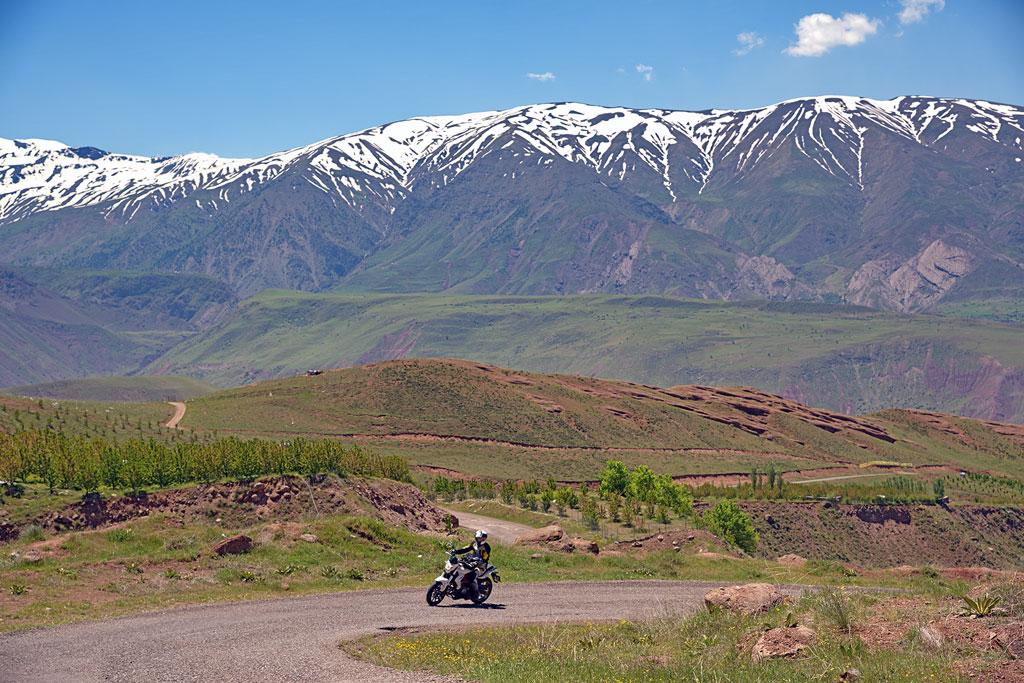 Geführte Motorradtour Iran - schneebedeckte Berge