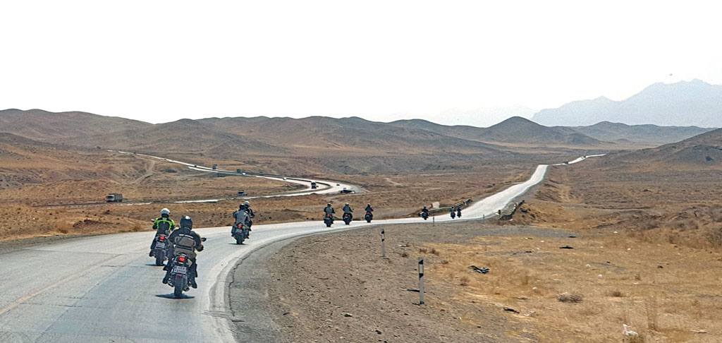 Geführte Motorradtour Iran - Fahrt auf dem Highway