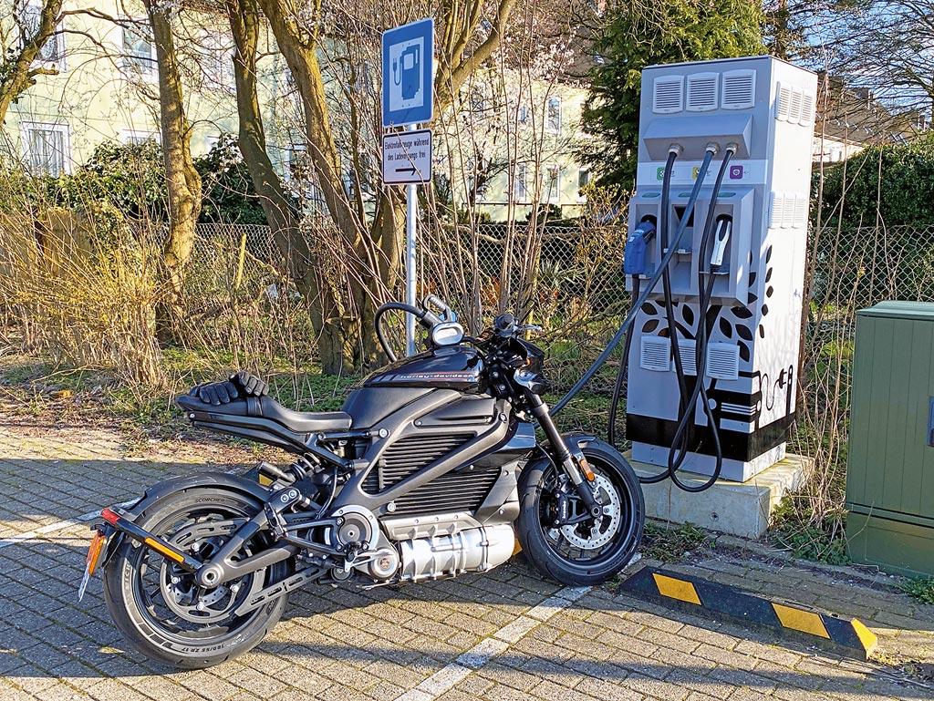 Harley-Davidson LiveWire an der Schnellladestation