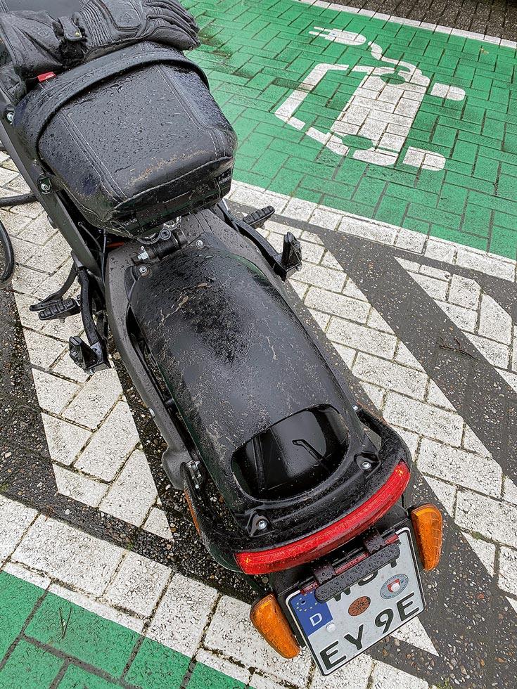 Unzureichende Hinterradabdeckung der Harley LiveWire im Regen