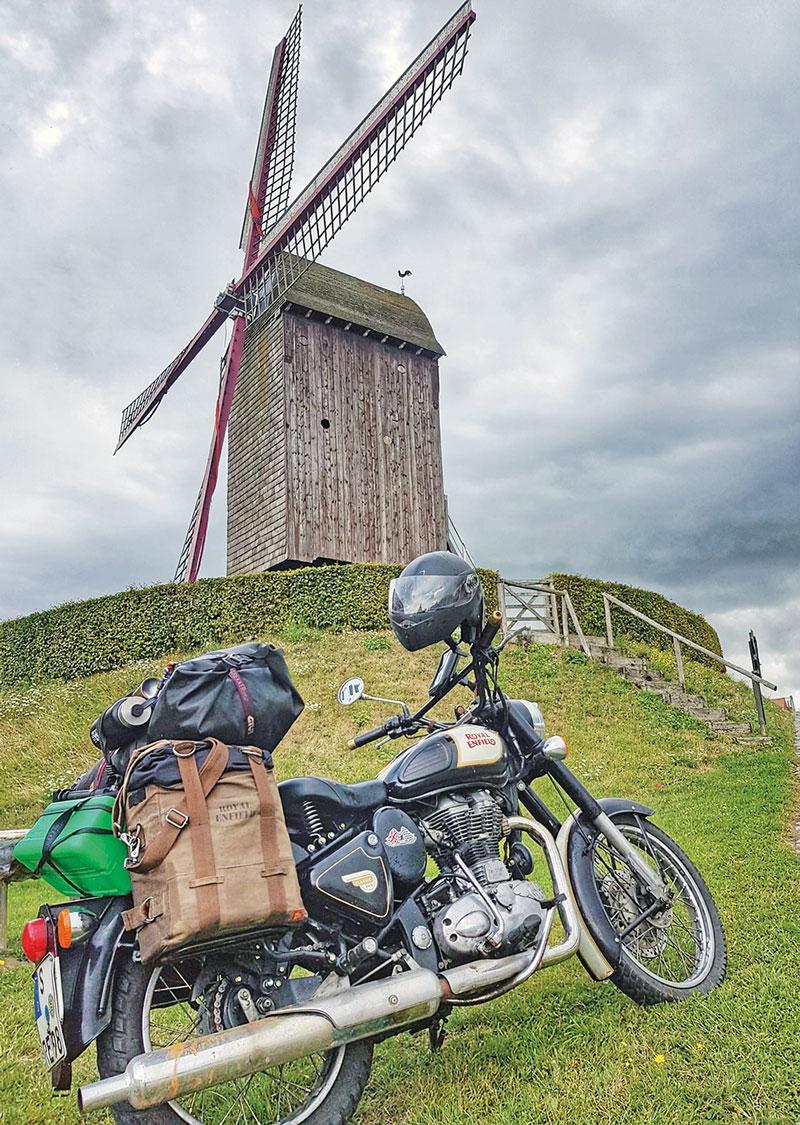 Mit der Royal Enfield auf dem Heimweg, irgendwo in Belgien …