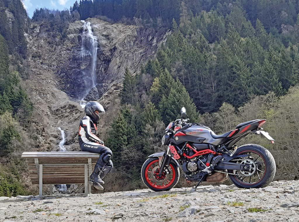 Motorradfahren fokussiert auf das Wesentliche
