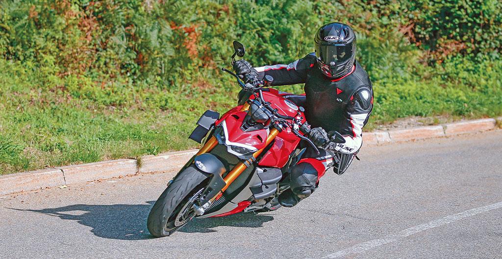 Auf der Landstraße: Ducati Streetfighter V4 S - Modell 2020
