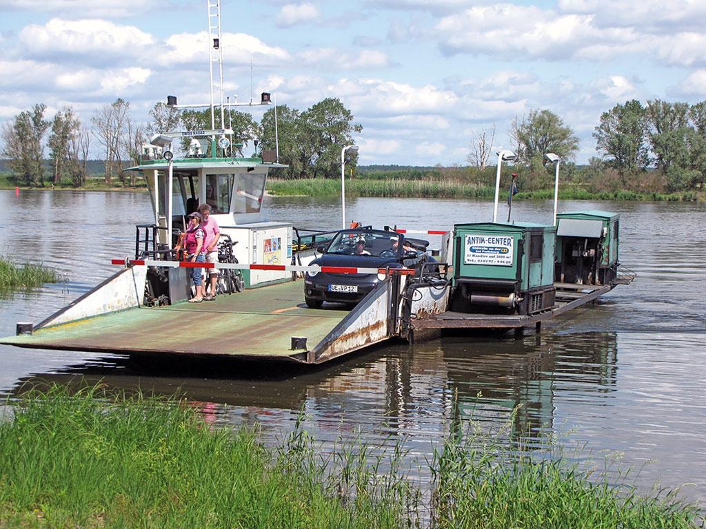 Eine von vielen Fähren auf der Tour