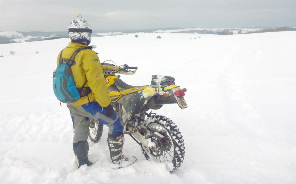 Auch im Winter bewährt sich die Suzuki DR-Z 400S