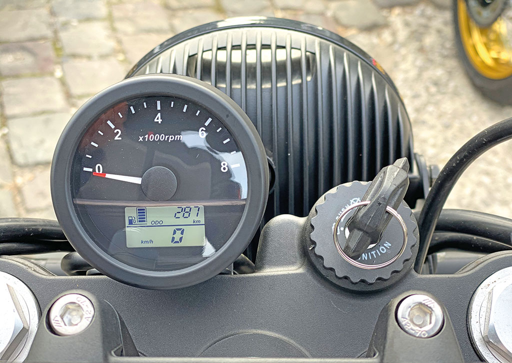 Cockpit der Mash X-Ride 650 Modell 2020