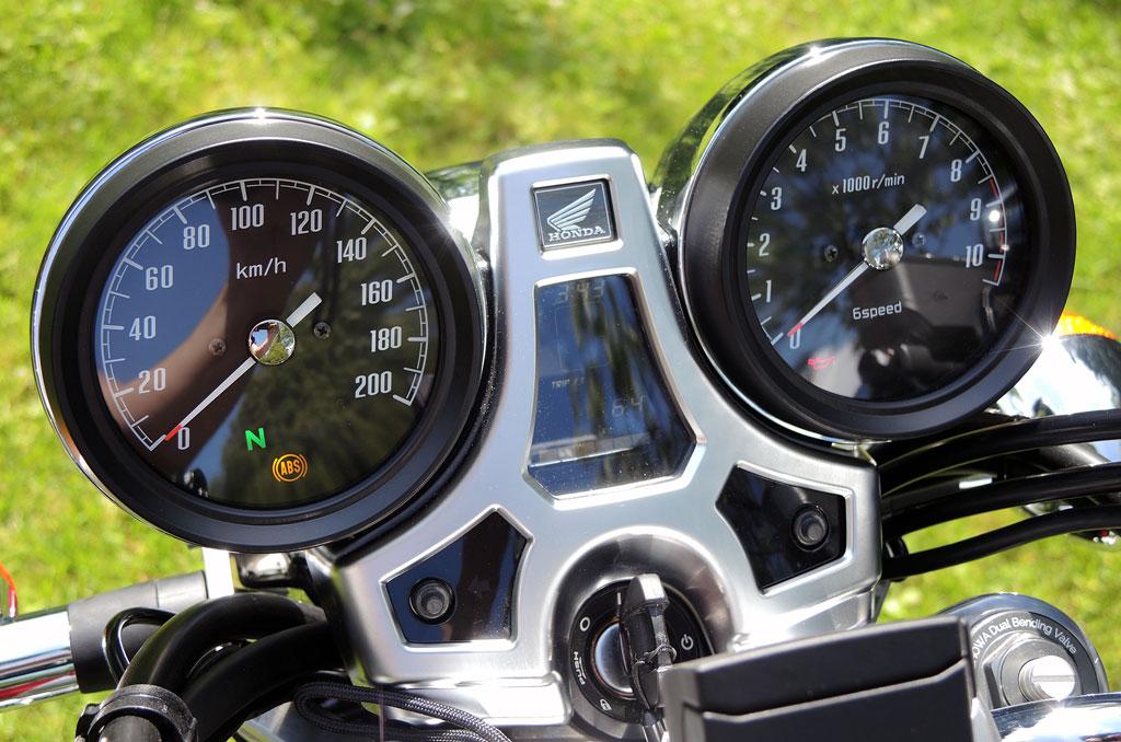 Bildschönes Cockpit der Honda CB 1100 EX