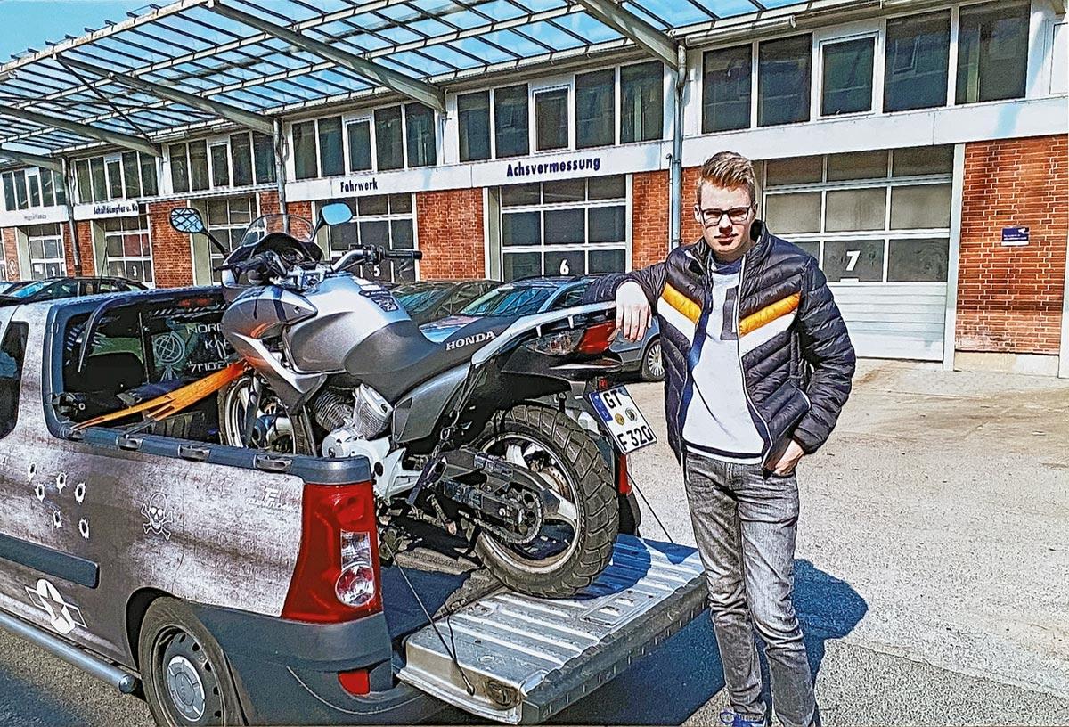 Lica und seine Honda 125 Varadero