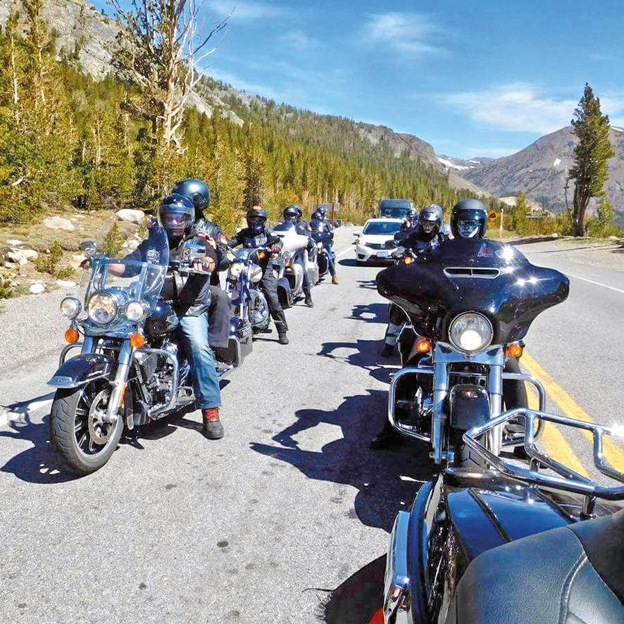 Anke mit einer Harley in den USA - Wildwest-Motorradreisen