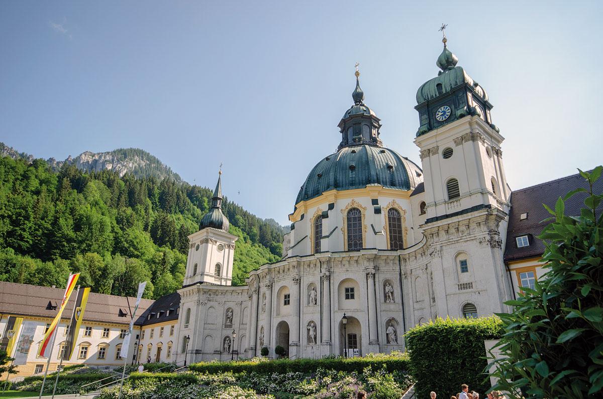 Motorradtour Deutscher Alpenrand - die barocke Basilika des Klosters Ettal