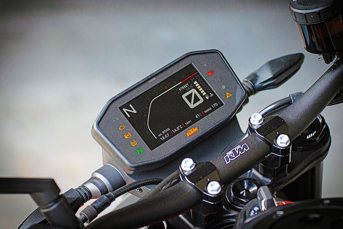 Gut ablesbares TFT-Display - KTM 890 Duke R, Modell 2020