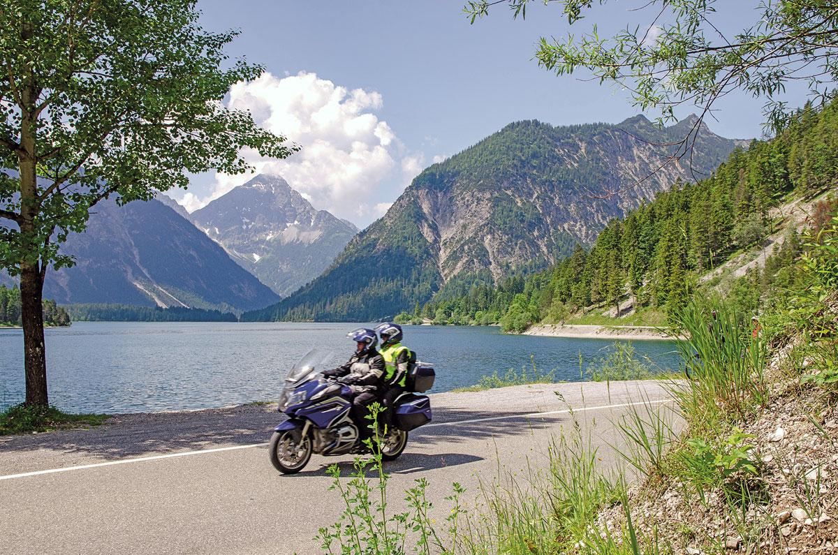 Motorradtour Deutscher Alpenrand - Die Planseestraße am Nordufer