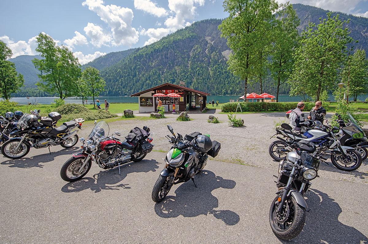 Motorradtour Deutscher Alpenrand - Motorradparkplatz am Plansee