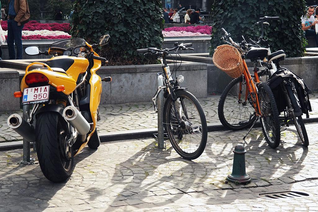 Bremsscheibenschlösser gegen Motorraddiebstahl