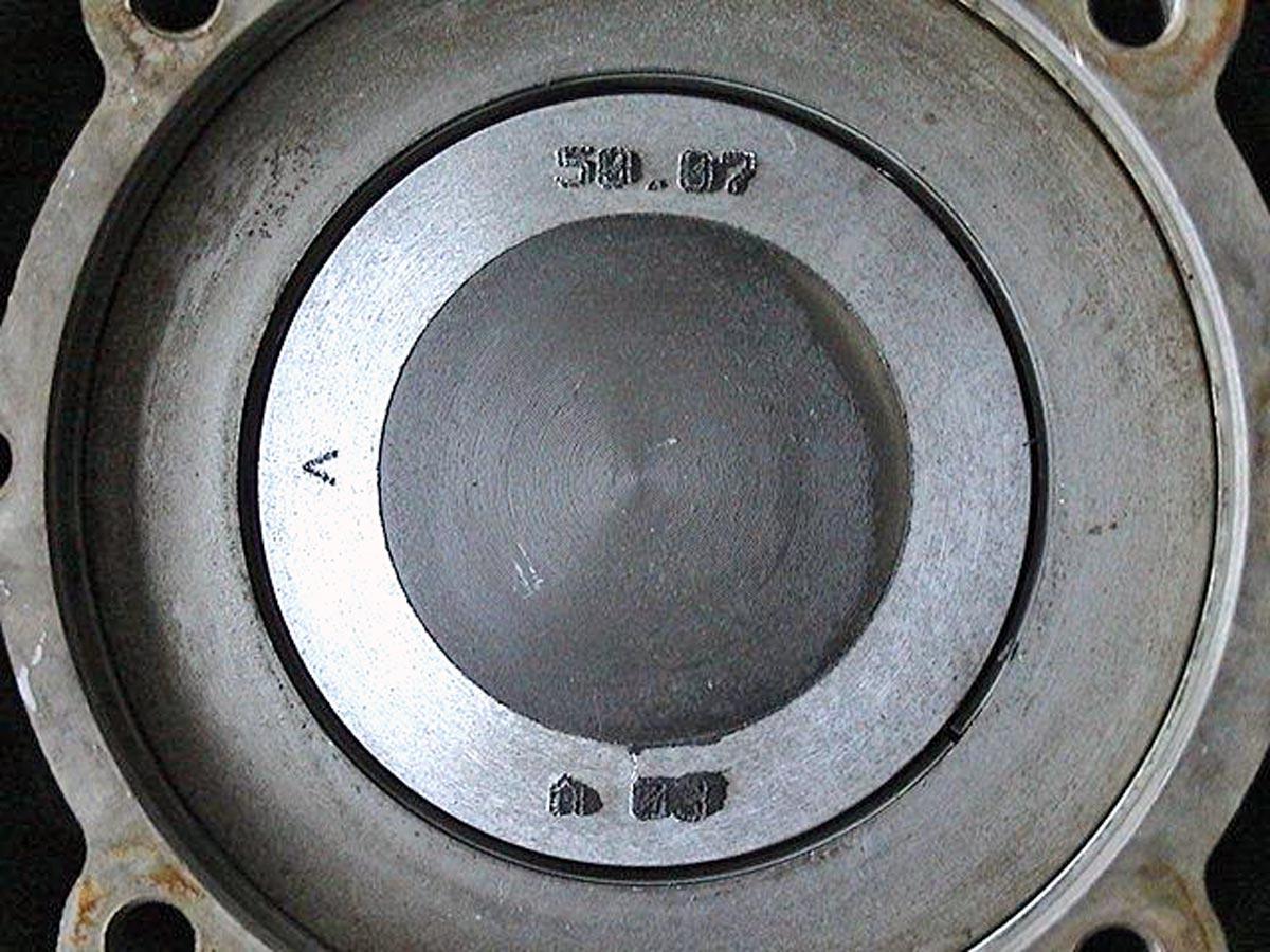 Mozzi-Kolben mit Titaneinsatz