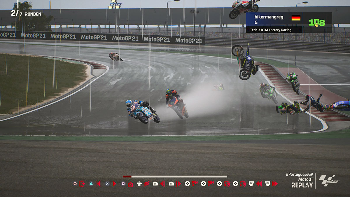 MotoGP21 - heftiger Sturz im Regen auf der PS4