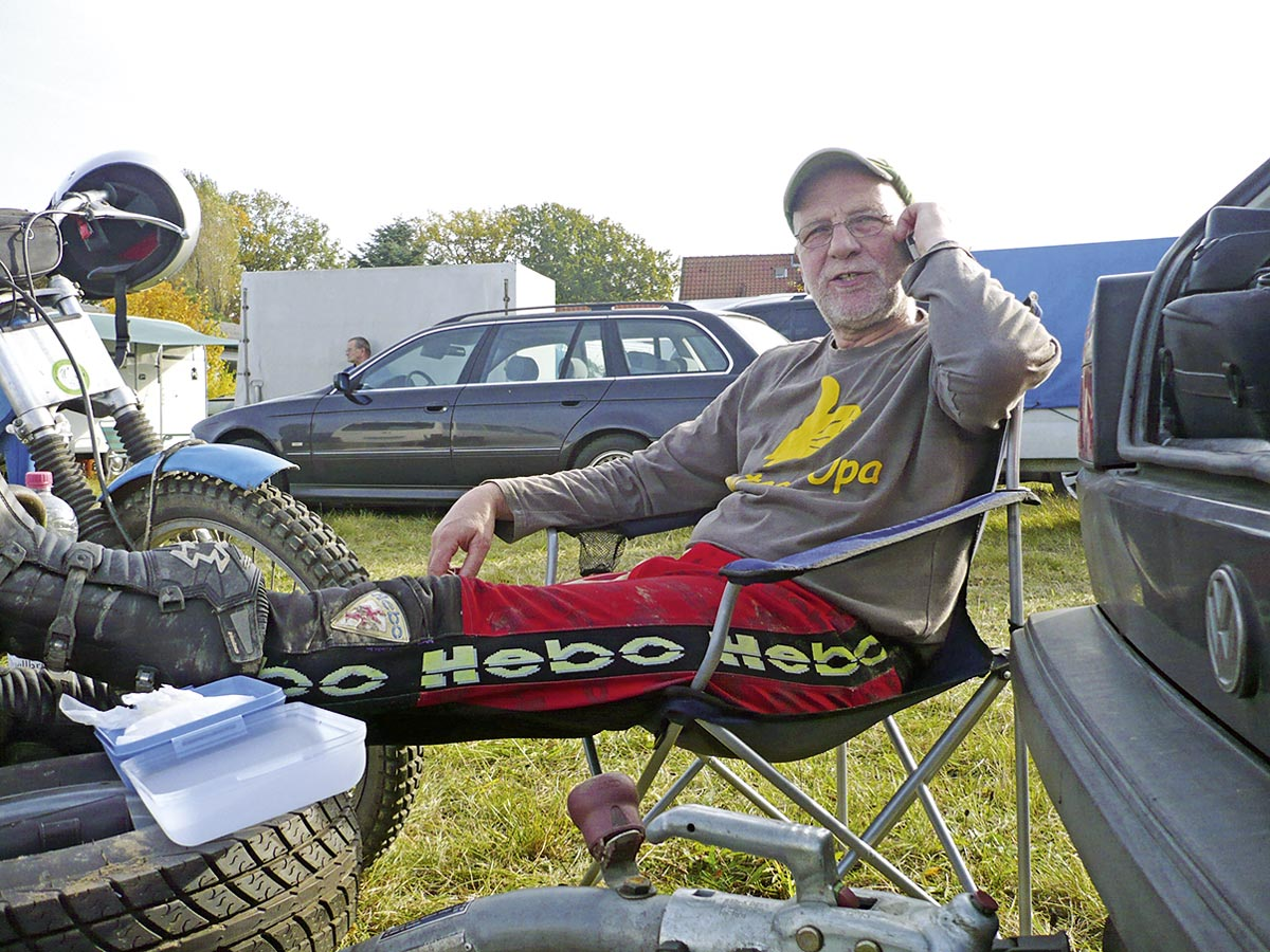 Entspannt: Bultaco-Opa Henning