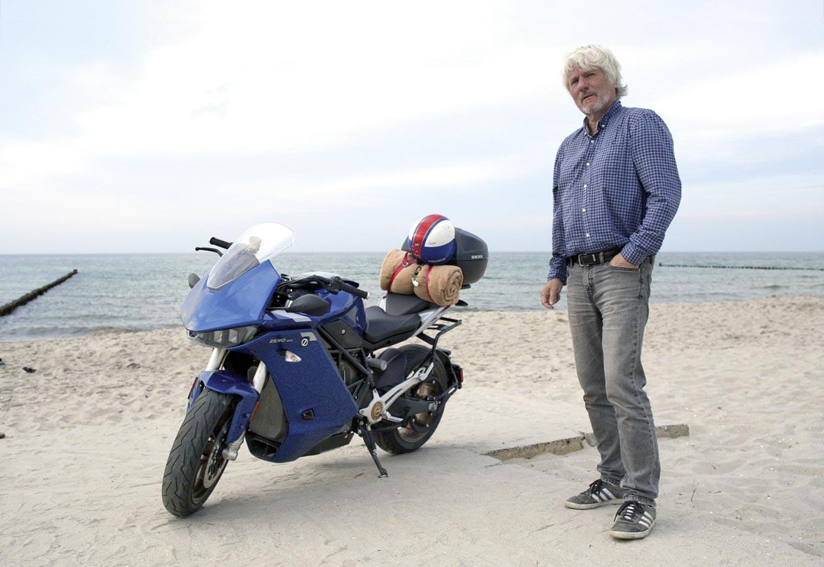 Jürgen am Strand - ZERO SR/S - 2000 km durch Deutschland