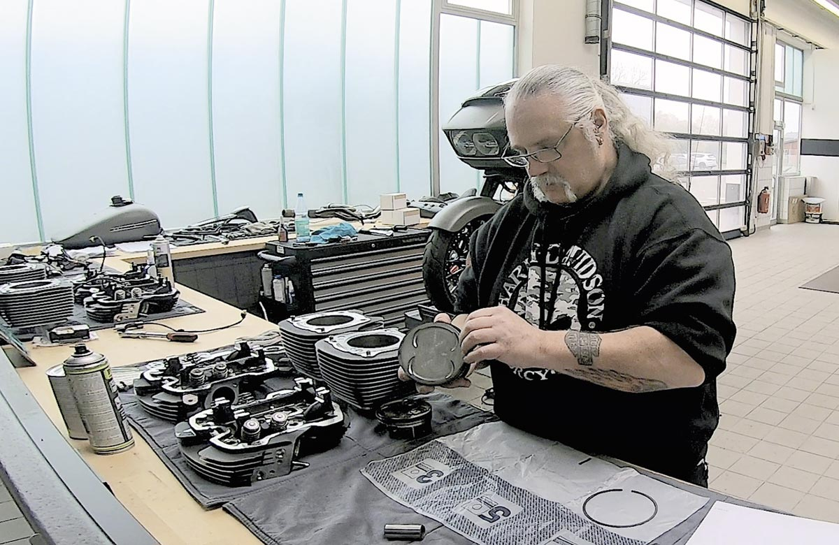 Dirk legt Hand an - Harley-Davidson Road Glide mit 131 CUI Stage IV Kit