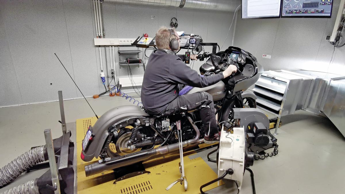 Marco bei der Feinabstimmung - Harley-Davidson Road Glide mit 131 CUI Stage IV Kit