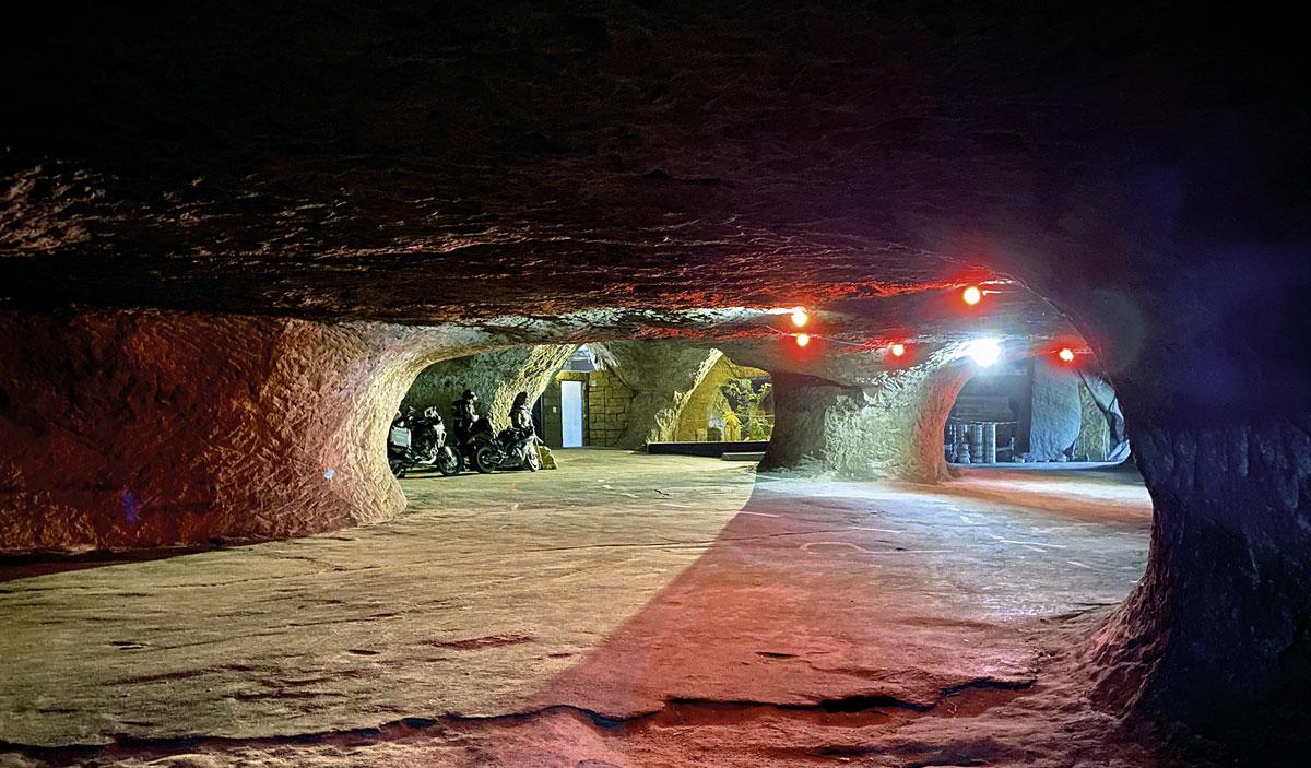 Pekelné Dolny, die Bikerhöhle